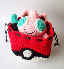 Bolsinha de pokebola com o jigglypuff dentro (Icedeb) Tags: crochet pokemon jigglypuff pokeball croch