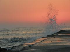 شاطئ ضباء (Mamdouh almalki) Tags: sunset beach see cost saudi arabia splash tabuk شباب رحلة شاطئ السعودية بحر كورنيش تدخين شاطي تبوك شواطئ حقل طلعه ضباء