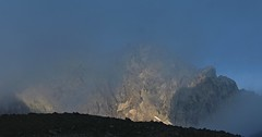 brume matinale (bulbocode909) Tags: valais suisse cabanewiwanni rarogne montagnes brume claircies nature bleu
