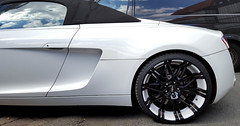 - Audi R8 Spyder - (Jac Hardyy) Tags: audi r 8 r8 spyder white black wheel wheels rim rims car cars felge felgen detail details alufelge sportwagen luxus luxury eye catcher sports sportscar eyecatcher window windows side reflexion reflection sky blue himmel blau wolken clouds dream oxigin 14 oxrock foil foliert