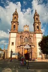 DOS IGLESIAS. (NIKONIANO) Tags: zamora arquitecturareligiosa sacro lacatedraldezamoramichoacn zamorana nikoniano cantera lacatedral mexicano mxico enmxico reginzamora santuarioguadalupano