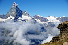 Cloudless sky, cloudy valley (Matterhorn, Switzerland) (armxesde) Tags: pentax k3 ricoh schweiz switzerland alpen alps berge mountains snow schnee eis ice clouds wolken rothorn
