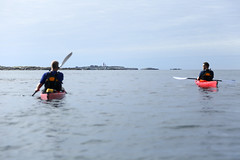Havspaddling med Mseskr i horisonten. (Anders Sellin) Tags: 2016 friends sverige sweden valler vstkusten westcoast autumn kayaking ocean sea sport utanfr water watersport vstkusten vatten kajak orust hst kringn valler utanfr