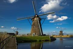 Le gardien (1DSens33) Tags: mill moulin pale aile canal eau vent ponton