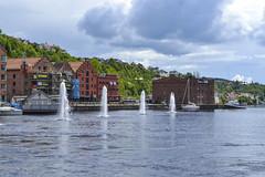 Skien (mariosantiaguino_) Tags: skien telemark noruega norway telemarkskanalen
