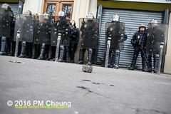 Manifestation pour l'abrogation de la loi Travail - 15.09.2016 - Paris - IMG_8009 (PM Cheung) Tags: loitravail paris frankreich proteste mobilisationnorme cgt sncf euro2016 demonstration manifestationpourlabrogationdelaloitravail blockaden 2016 demo mengcheungpo gewerkschaftsprotest trnengas confdrationgnraledutravail arbeitsmarktreform lesboches nuitdebout antagonistischenblock pmcheung blockupy polizei crs facebookcompmcheungphotography polizeiprfektur krawalle ausschreitungen auseinandersetzungen compagniesrpublicainesdescurit police landesweitegrosdemonstrationgegendiearbeitsmarktreform loitravail15092016 manif manifestation dmosphre parisdebout soulevetoi labac bac franoishollande myriamelkhomri esplanadeinvalides manifestationnationaleparis csgas manif15sept manif15 manif15septembre manifestationunitairecgt fo fsu solidaires unef unl fidl rpublique abrogationdelaloitravail pertubetavillepourabrogerlaloitravaille