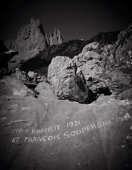 avec un portable... hommage aux bergers de la cabanne d'Ansabre en valle d'Aspe - Reynald ARTAUD (Reynald ARTAUD) Tags: 2016 12 septembre aspe valle lescun cabane ansabre hommage bergers portable reynald artaud