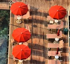 Sunbeds, Parasols and shadows (robin denton) Tags: sunbeds umbrella sunshades parasol hdr sorrento italy italia shadows