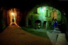colors of street (Le***Refs *PHOTOGRAPHIE*) Tags: street old longexposure light shadow red france green colors night nikon south arches 28 ruelle rue nuit gard vieux ancien ombres courbe 2470mm sommieres d700 lerefs