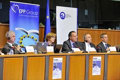 """Δημόσια συζήτηση με θέμα """"Η Απειλή της Πειρατείας: Σύγχρονες Προκλήσεις - Πιθανές Λύσεις"""" (Βρυξέλλες, 12/10/2011)"""