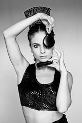 Sara Calero en blanco y negro (Carmen Hache) Tags: portrait bw woman blancoynegro mujer retrato estudio baile flamenco sesin bailaora castauelas peineta lentejuelas mmf14