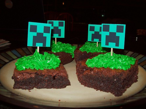 Minecraft Grass Block Creeper Cakes