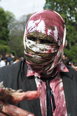 (Ra Moyano) Tags: argentina blood nikon buenos aires zombie walk makeup muertos zombies retiro caminata sangre tripas guts zombi 2012 maquillaje vivos d3100