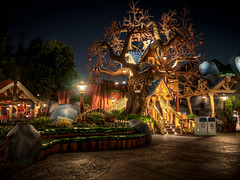 "Chip 'n Dale Treehouse - Toontown - Disneyland • <a style=""font-size:0.8em;"" href=""http://www.flickr.com/photos/85864407@N08/8146226573/"" target=""_blank"">View on Flickr</a>"