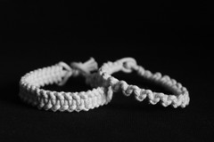 New Patterns (Cobra_11) Tags: blackandwhite bw armband canon cord blind handmade crafts touch feel arts rope knot bracelet disabled braille knots canoneos beyaz schwarz ef50mmf18ii macrame pulsera blindness selbstgemacht artsandcrafts disability knotting paracord weis whitecane handgemacht visuallyimpaired tasten siyah behinderung sehbehinderung behindert legallyblind ef50mm118ii blindheit sehbehindert erblindung canoneos450d digitalrebelxsi livingblind iseewithmyfingers artsandcraftsfortheblind macramebytouch iseewithmyhands blindcrafter