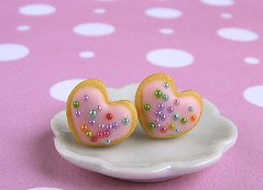 Heartthrob Butter Cookie Earrings in Pink Rainbows (theMouseMarket.com) Tags: minifood heartcookies miniaturefood cutehearts heartearrings foodjewelry polymerclayfood rainbowhearts polymerclayearrings cookieearrings themousemarket