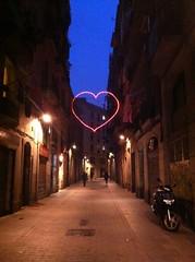 corazn solitario (ViktorWild.) Tags: barcelona elraval nocturnas corazn solitario raval barna iphone4 iphoneography igersbcn