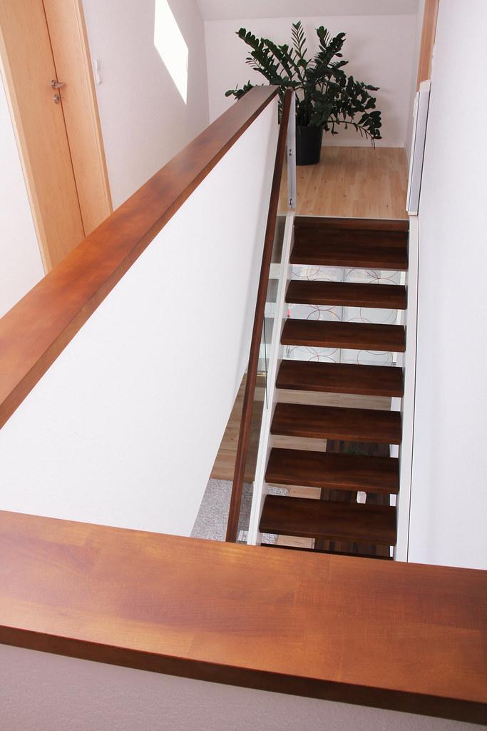 treppe mit glasgelnder mittelgroe moderne treppe in uform mit offenen setzstufen in hamburg. Black Bedroom Furniture Sets. Home Design Ideas