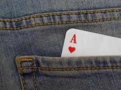 Herz - Ass (ingrid eulenfan) Tags: macro ass cards jeans makro herz playingcard deceiver karten betrger spielkarte makroobjektiv heartace macromondays herzass falschspieler skatkarte