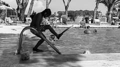 #Piscina #agosto #2016 #nikon #summer #estate #relax #street #photography #biancoenero #tuscany #2016 #d5500 #maremma #tuffi (penn.sara) Tags: piscina bambini nikon d5500 toscana maremma estate summer 2016 pinne scaletta acqua sole water persone relax braccioli divertimento