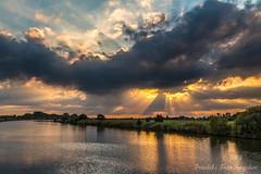IMG_8590 (Friedels Foto Freuden) Tags: sonnenuntergang lune btel sonnenstrahlen wolken himmel