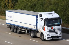 Mercedes Actros new look 2862 HLW (gylesnikki) Tags: white truck artic mp4 2012 ecazi bartslogistics