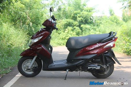 2012-Yamaha-Ray-10