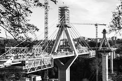 F R I B O U R G (F_a_l_k) Tags: bridge bw architecture canon eos schweiz switzerland blackwhite suisse architektur pont fribourg freiburg schwarzweiss brücke bau construct liebherr konstruktion poya