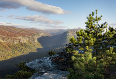 Linville Gorge Shadow of the Bear in Autumn (R. Keith Clontz) Tags: bear morning autumn shadow pinetree northcarolina bluesky hawksbill linvillegorge tablerock mossyrocks tablemountainpine linvilleriver thechimneys wisemansview shadowofthebear rkeithclontz blueridgepics blueridgelight