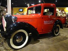 Car (pianoforte) Tags: bear car store yankeecandle southdeerfield southdeerfieldma massachusettsflagship