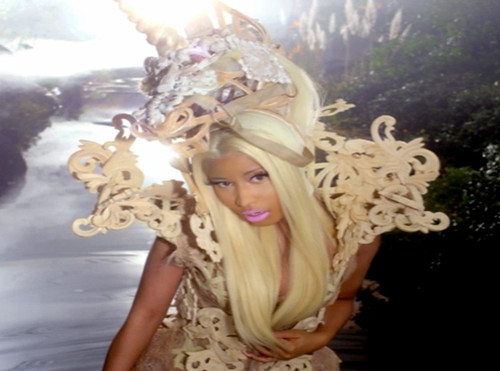 Nicki Minaj VA VA VOOM OFFICIAL VIDEO . pink Friday Reloaded