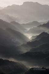 ____sunrise rays_IMG_5461 (Len) Tags: light sky cloud mountain sunrise landscape taiwan taipei rays   daybreak gettyimages  70300   obliquelight 50d ef70300mmf456isusm    sunriserays    me2youphotographylevel2 me2youphotographylevel3 me2youphotographylevel1 me2youphotographylevel4