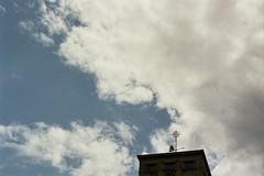(begoña ml.) Tags: blue summer sky españa building film azul clouds analog 35mm analógica spain kodak edificio bilbao cielo nubes analogue été bizkaia euskadi carrete vizcaya bilbo 2012 veleta paísvasco minoltax300s