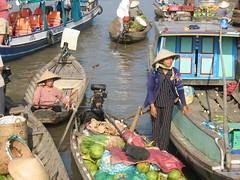 Floating market near Cần Thơ (mbphillips) Tags: market floatingmarket fareast southeastasia 越南 ベトナム 베트남 asia アジア 아시아 亚洲 亞洲 mbphillips canonixus400 市場 市场 시장 mercado geotagged photojournalism photojournalist travel vietnam