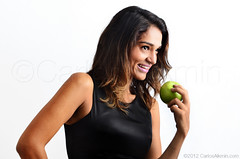 Vida saudvel (Carlos Alkmin) Tags: brazil portrait people woman green apple girl beauty face smiling closeup brasil fruit standing mouth pose hair studio person back healthy model holding open eating top sopaulo gorgeous cotidiano mulher comida young posing lifestyle happiness estudio biting fruta whitebackground health sampa moa bonita estilo garota beleza sorriso brunette cheerful boca menina indulgence jovem freshness rosto morena confidence dieting brasileira ma brownhair sade estilodevida maverde