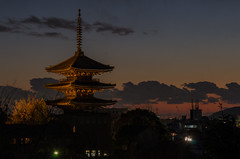Yasaka-no-to, Kyoto /  (Kaoru Honda) Tags: city winter sunset japan night landscape temple japanese evening town alley nikon kyoto traditional alleyway    gion       japon kiyomizudera  kodaiji  higashiyama        hokanji    d7000