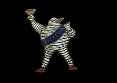 Bibendum | Gordon Bennett Cup 1905 (Argy58) Tags: illustration graphicdesign michelin bibendum clermontferrand enamelbadge pins|buttons|badges gordonbennettcup vintagebadge ogallop bibendumbadge michelinbadge