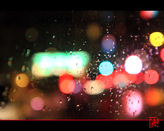 Bokeh en bus (mamnic47 - Over 6 millions views.Thks!) Tags: bus bokeh pluie voiture autobus nuit boulognebillancourt hautsdeseine photodenuit img5948 gouttesdepluie effetsdelumires effetslumineux