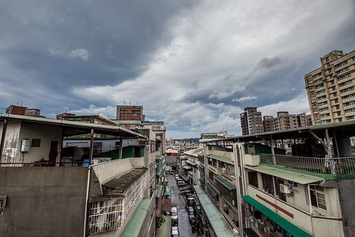 2016/9/14 莫蘭蒂颱風襲台|颱風席捲了台灣南部,北台灣風雨較小,天空的白雲像翅膀一樣展開。