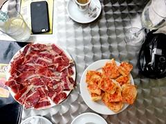 Breakfast: Pernil Ibric de Gla D.O. Extremadura + Pan con Tomate (Rene S. Suen) Tags: iberico bellota jamon extremadura tomato bread breakfast tarragona spain september2016