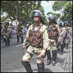 (wilphid) Tags: salvador bahia brsil brasil 7desetembro ftenationale dfil militaires arme soldats rue