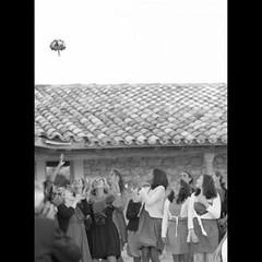Le bouquet (Bourguiboeuf) Tags: new old wedding portrait people bw white black slr film face canon vintage noir kodak f1 nb portraiture mm analogue 135 mariage 35 et blanc gens tete visage argentique 125 px pellicule bourguiboeuf