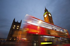 London street (betinho_had) Tags: world street city uk inglaterra red cidade england color bus london night cores europa europe colours unitedkingdom cities bigben londres rua londoncalling reinounido metrpole