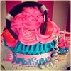 GiantCupcake, Para celebrar los 3 años de #rumbasuaveanz Felicidades  Encarga el tuyo en #sweetcakesstore #lecheria #puertolacruz #barcelona #venezuela #ccsednaya #bakery #cupcakery #cupcakes #cakes #originalcakes #originalcupcakes #giantcupcake #cute #yu (Sweet Cakes Store) Tags: pink cakes radio giant square de cupcakes yummy y venezuela rumba social audifonos tienda cupcake squareformat rosas fm gigante torta suave tortas lecheria sweetcakes rafio locutora rufles comunicadora ponques iphoneography faralados instagramapp xproii uploaded:by=instagram sweetcakesstore sweetcakesve foursquare:venue=4fabda30e4b0a0d4794df0fa