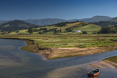 Cantabria (p_v a l d i v i e s o) Tags: 24105mm 5d3 canon5d canon5dmk3 canonef24105mmf4lisusm canoneos5dmarkiii cantabria ef24105mmf4 espagne espanha españa parquenaturaldeoyambre sanvicentedelabarquera spagna spain spanien fishingboat hills inlet polarizingfilter rollinghills ría wetlands