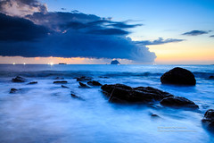 () Tags: canon 1dx ef24105mmf4lis sea cloud wave rock water keelung fishing sunrise color