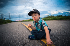 Vacances 2016 - Walk The Line (AxelBergeron) Tags: famille family familyportrait portrait kid kids enfant child road street route rue sky ciel darksky cloud clouds cloudysky nuages walktheline dramatic sonya5000 a5000 sel16f28 wideangle lost saguenay quebec kidportrait