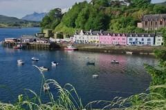 Portree: harbour view (Skye, Scotland) (armxesde) Tags: pentax ricoh k3 scotland schottland uk greatbritain grosbritannien skye isleofskye portree portrígh port ships hafen schiff wasser water reflection spiegelung harbour