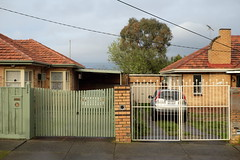 Oakleigh Fleur de Lis (martyr_67) Tags: oakleigh suburban residential fleurdelis fence gate arkley
