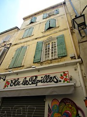 (AmyEAnderson) Tags: sign outdoor arles france provence bouchesdurhone papilles windows shutters